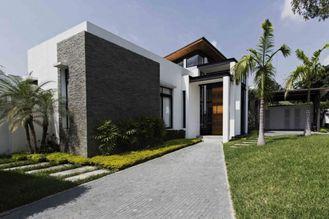 Chine Les maisons préfabriquées de pavillon, libèrent la maison préfabriquée légère de kit de cadre en acier de conception fournisseur