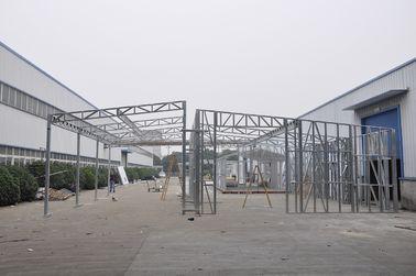 Chine Les hangars/voiture préfabriqués imperméables en métal jette avec les cadres en acier galvanisés distributeur