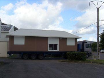 Chine Caravanes résidentielles préfabriquées habitables/caravanes résidentielles faites sur commande de vert pour la famille distributeur